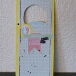 Une plaque de porte et une petite carte par Agathe